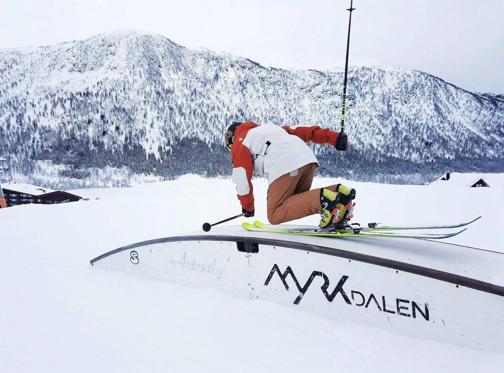 A person downhill skiing at Myrkdalen Ski Resort - NTN Bindings